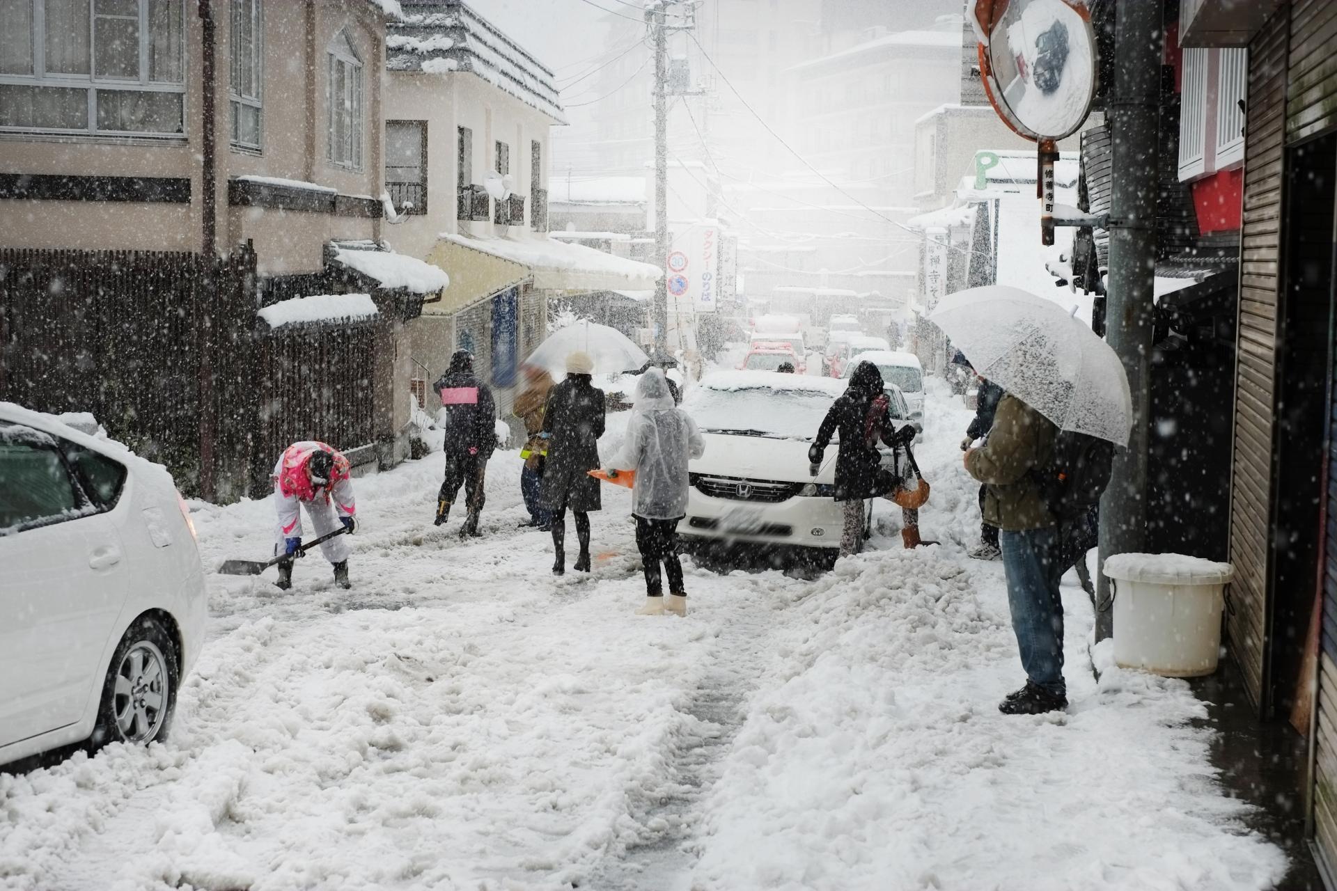 知らなかった!雪道をノーマルタイヤで走ると反則金?
